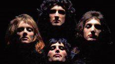 Esa imagen. Queen, en el famoso video de Bohemian Rhapsody.
