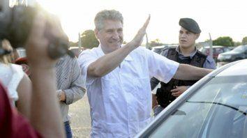Primeros saludos. Cerca de las 19.20, Amado Boudou le puso fin a cuatro meses de detención en Ezeiza.