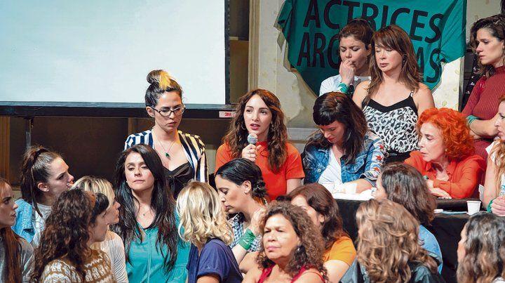 impactante. Momento en que Thelma Fardín hablaba acompañada en conferencia de prensa acompañada por Actrices Argentinas.