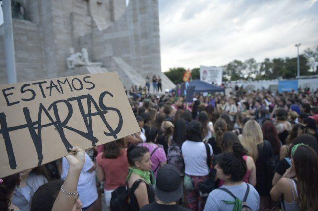 El silbatazo contra la violencia sexual copó el Monumento a la Bandera