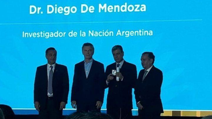 Acto oficial. Diego De Mendoza (tercero desde la izq.)