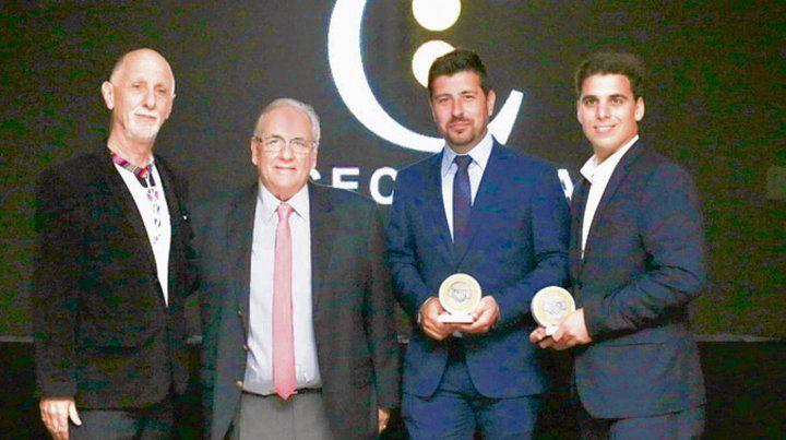 premios. Bernardino García (segundo a la izq.) con los galardonados.