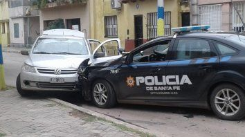 Robo, persecución, tiroteo y choque contra un móvil policial