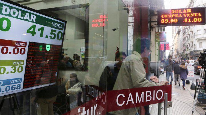 Tensión cambiaria. La devaluación licuó los salarios y mejoró la rentabilidad del sector empresario