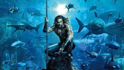 Atlante y humano. Arthur Curry es también Aquaman, un habitante de los océanos que regresa a su mundo para salvarlo.