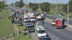 Impacto. Un camión volcó sobre un auto el 3 de octubre pasado