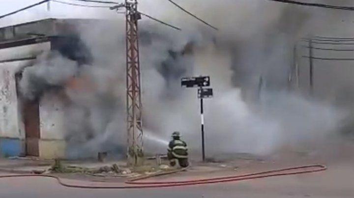 Piden ayuda tras un voraz incendio