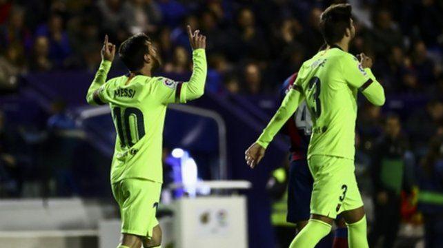 Triplete de Messi para un Barsa líder