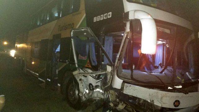 Un automovilista murió al chocar contra un micro a la altura de Ibarlucea