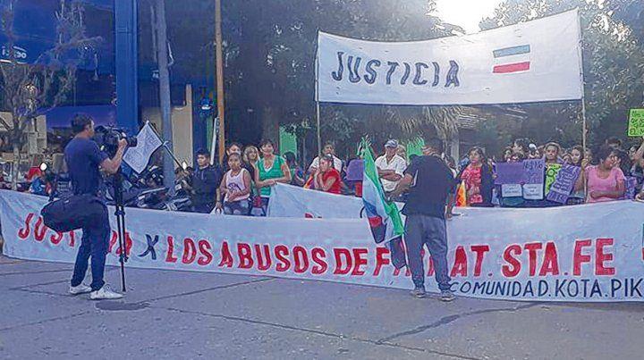 Por la celeridad de Justicia. La población de Firmat exigió evitar dilaciones que beneficien a los detenidos.