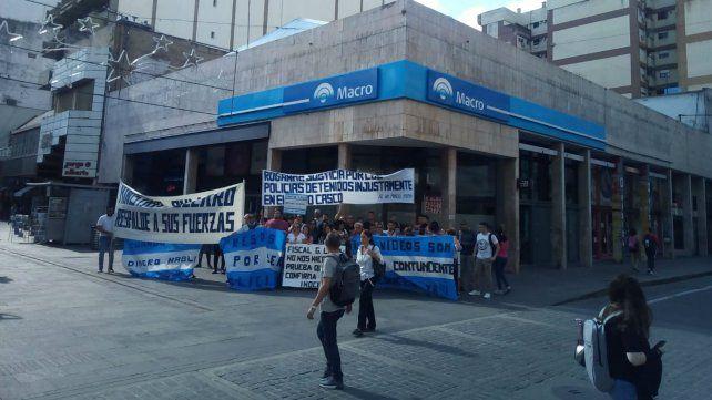 Reclamo de allegados de policías presos por el caso Franco Casco