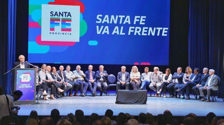 A sala llena. Miguel Lifschitz reunió ayer a sus funcionarios y a la dirigencia del Frente Progresista.