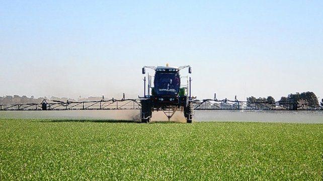 Más lejos. La aspersión terrestre de agroquímicos no se podrá hacer a menos de 400 metros de Sastre.