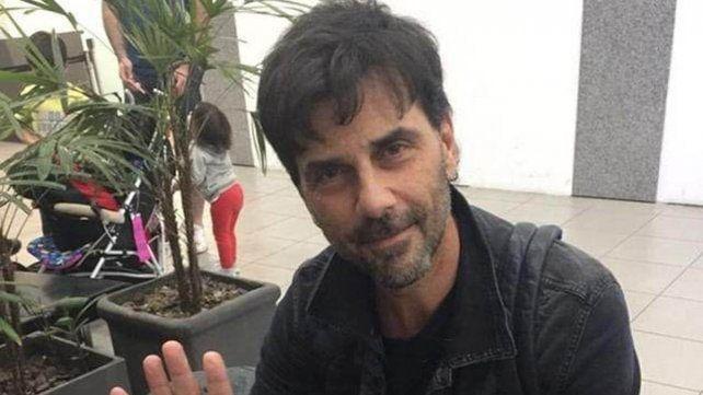 Darthés fue fotografiado esta mañana en el hall del aeropuerto de Rosario.