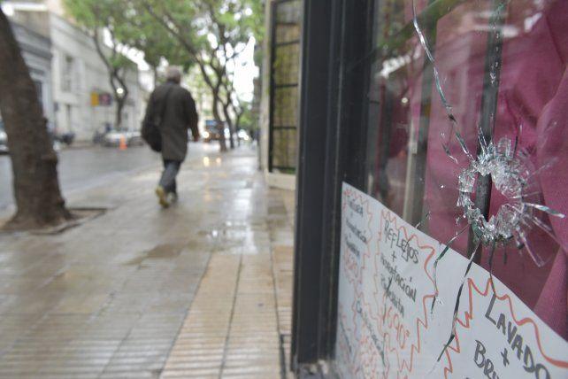 Esta madrugada atacaron nuevamente inmuebles linderos al Ministerio Público de la Acusación, en calle Montevideo.