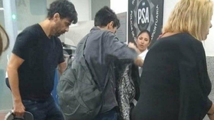 Aeropuerto Islas Malvinas. Juan Darthés se embarcó ayer en el vuelo a las 6 en el vuelo 8129 de Latam.