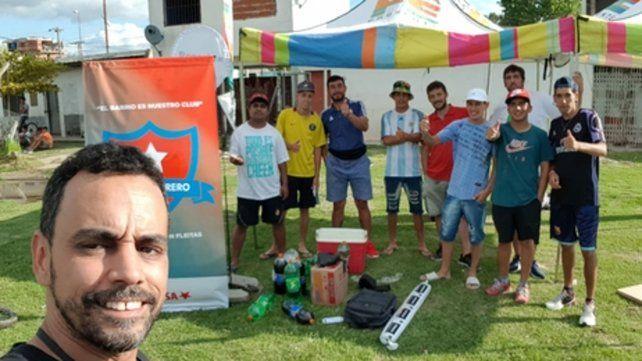 Selfie. El presidente Facundo Peralta junto a integrantes de Causa