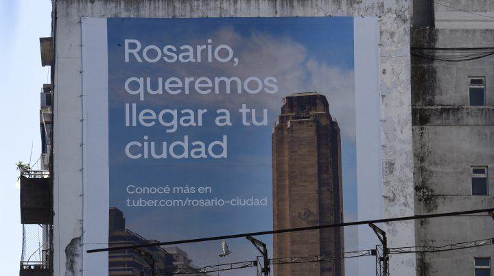 La Municipalidad removió un cartel con la publicidad de Uber