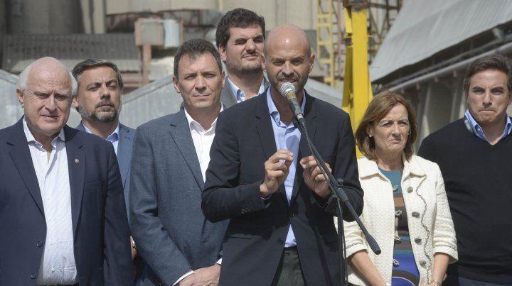 El ministro Farías pidió la renuncia del ministro Dietrich