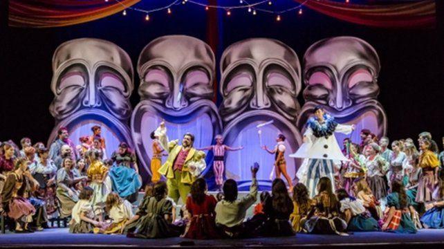 I Pagliacci. La ópera incluye 150 artistas en escena