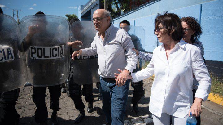 Clausura. La policía detiene al director del canal 100% Noticias.