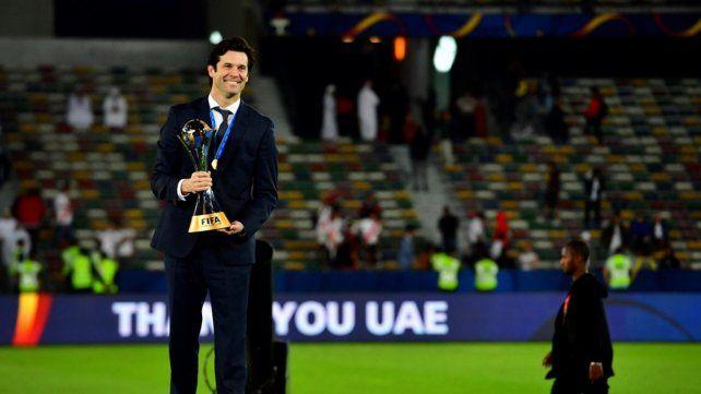 Sonrisa eterna. Santiago Solari asumió en octubre y ya ganó el máximo título como entrenador.