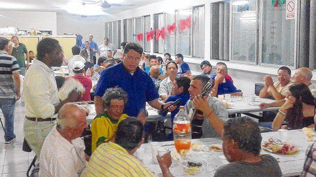 Comensales. La comidas solidarias esperan a más de 150 personas que acudirán esta noche para tener un plato de comida y una compañía.