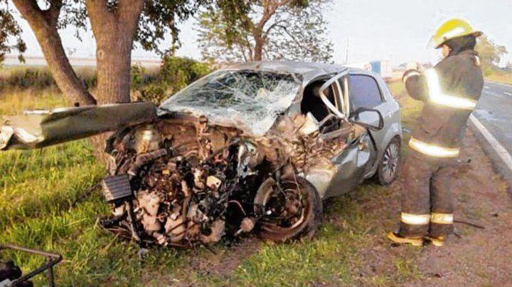 En Venado. El auto siniestrado conducido por una mujer policía en la ruta 8.