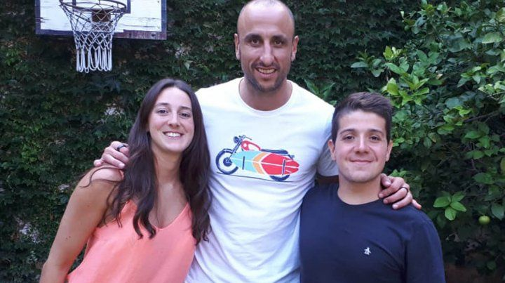 Manu Ginóbili llegó a Rosario con su familia para pasar Navidad