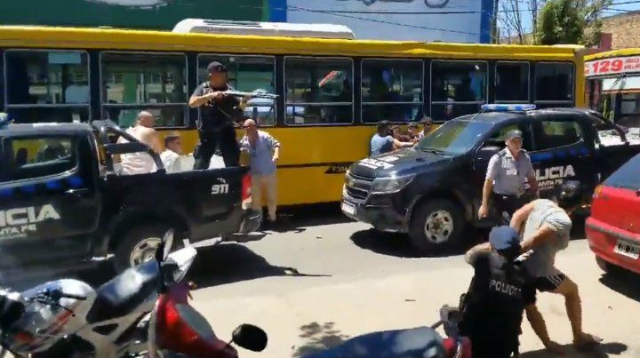 Un video muestra las imágenes de la agresión a los agentes de Control Urbano y de policía