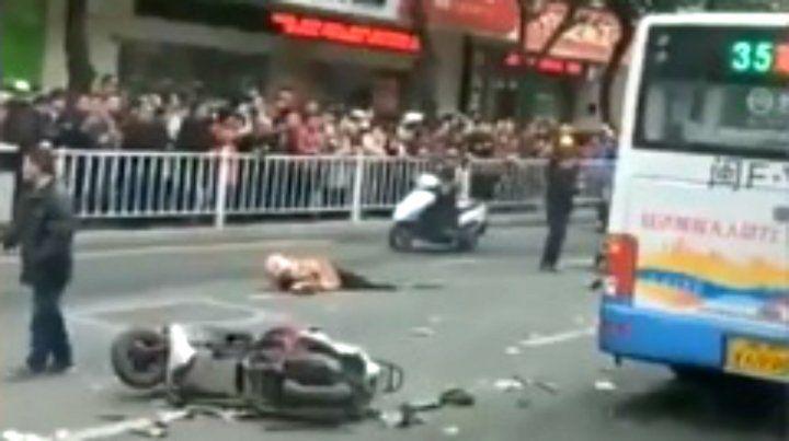 Atropelló y mató a cinco personas con un colectivo en China