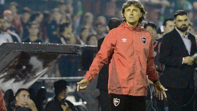 En el Coloso. La imagen de Bidoglio en su debut con victoria ante Patronato. Luego vencería en Tucumán.