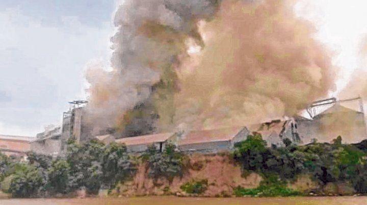Incendio en el cordón. Las imágenes del humo y el fuego se veían a kilómetros de distancia.