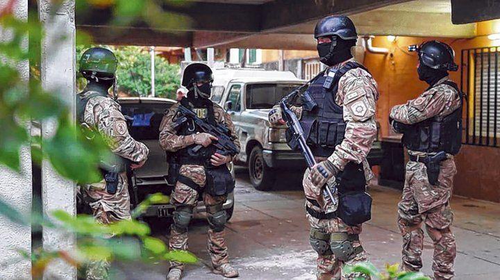 Armados. Agentes de la TOE y la PDI allanaron el barrio Municipal el pasado jueves 20 de diciembre.