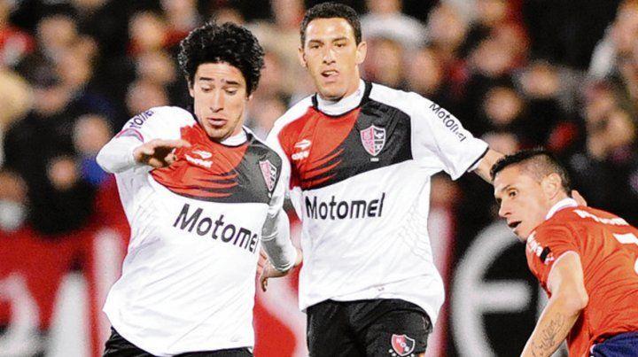 Juntos en acción. Pablo Pérez con Maxi Rodríguez en un encuentro jugado en 2013.
