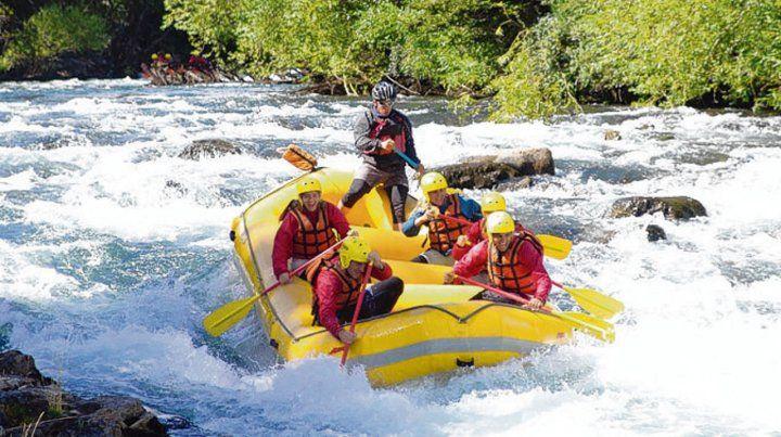 Diversión. La corriente lleva a los aventureros durante 17 kilómetros de pura emoción.