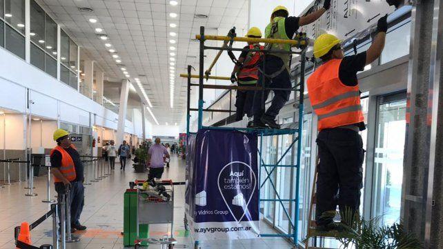 En acción. En la terminal aérea se intensifican los trabajos para lograr una remodelación integral.