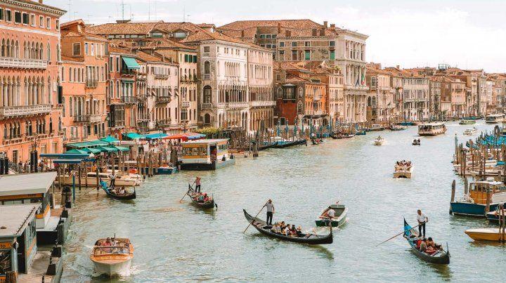 Caminar las calles de Venecia y ver el Gran Canal ya no será gratis para el turismo.