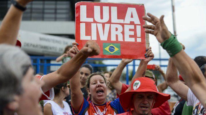 Seguidores de Lula exigen su liberación.
