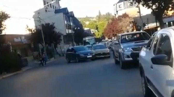 Día de furia en Bariloche: choques, agresiones, atropellados y desmayos