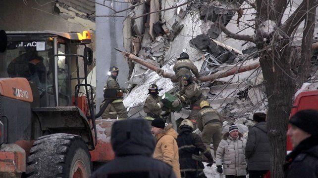 Al menos 19 muertos por la explosión y derrumbe de un edificio en Rusia por una fuga de gas