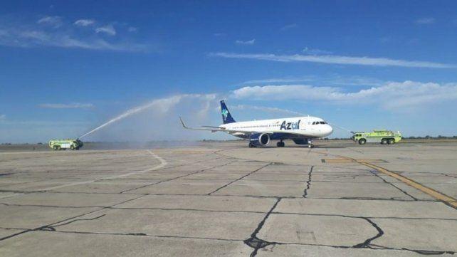 Azul anunció que dejará de volar desde Rosario a Porto Alegre