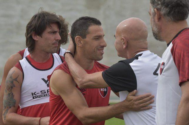 Newells volvió al trabajo y Maxi Rodríguez fue el centro de atención