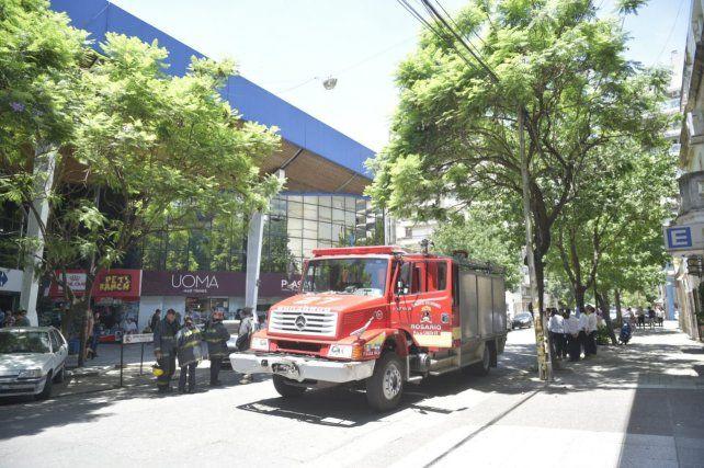 Una dotación de Bomberos Voluntarios llegó hasta el lugar para sofocar el incendio.