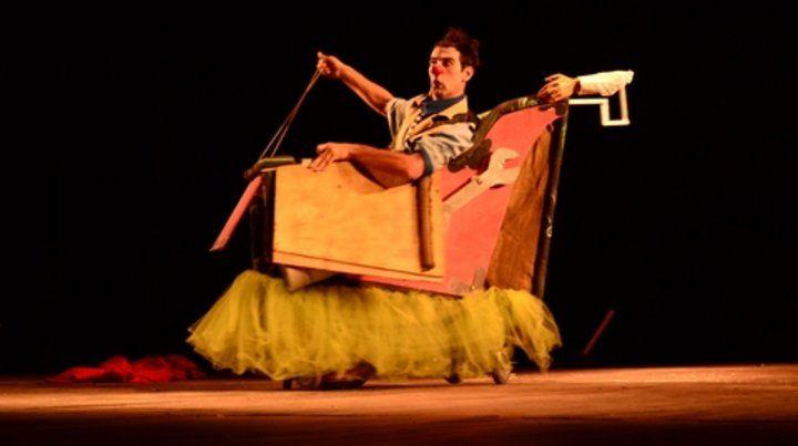 Naturaleza rota. La obra de clown con técnicas de circo propone una reflexión sobre la sociedad de consumo.
