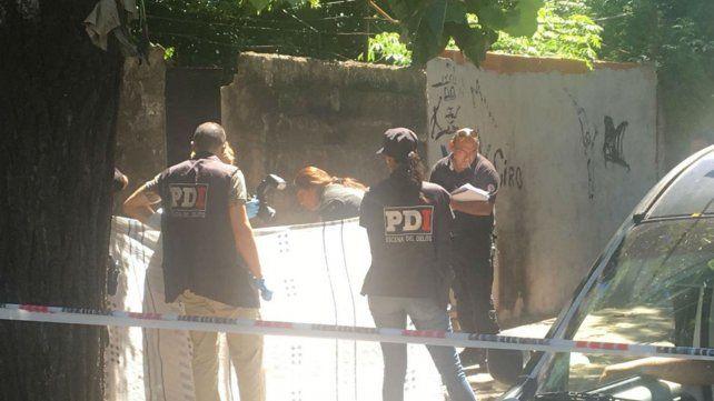 La Policía de Investigaciones trabaja en el lugar donde se produjo el asesinato.