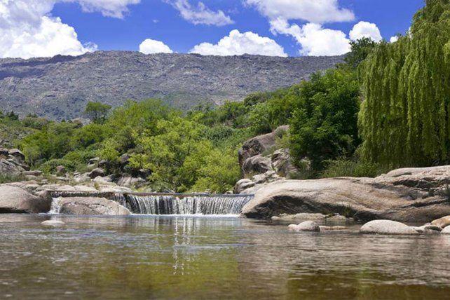 Los tranquilos espejos de agua y las maravillosas sierras al alcance de la mano.son las principales atracciones para los turistas.