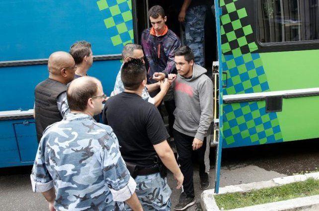 Los cinco jóvenes que están acusados de violación seguirán detenidos en la cárcel de Batán.