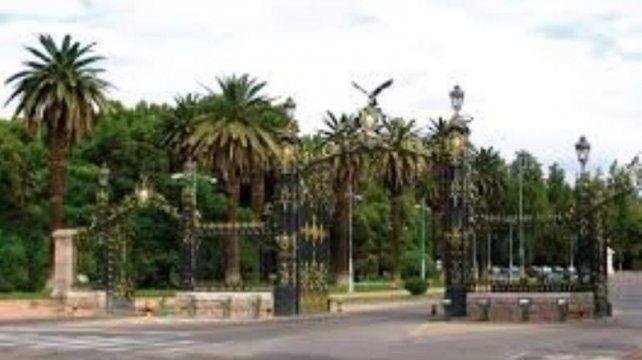 El parque donde encontraron al hombre abusando de un nene.