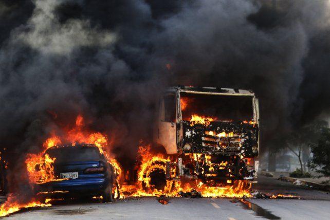 Barbarie. Una ola de ataques incendiarios sacude la región noreste de Brasil.